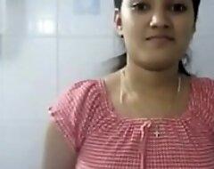दोस्त की बहन बड़ी मुश्किल से बाथरूम में नंगा हुई
