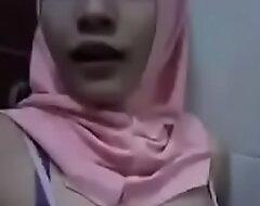 MALAY HIJAB GIRL HORNY Titties 1