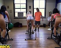 Bangbros - latin milf delicate situation monroe receives say no to broad duff touched out by brick event