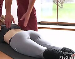 Convenience blonde fucked in parson at burnish apply gym