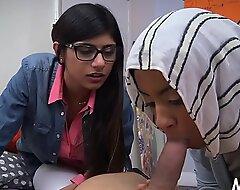 Deepthroat arab oral-stimulation job session