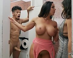 Bambino fucks two horny dark-haired chicks in the toilet